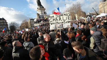 Syndicats et patronat se fondent parmi les manifestants venus apporter leur soutien aux victimes des attentats terroristes qui ont marqué la France ces derniers jours.