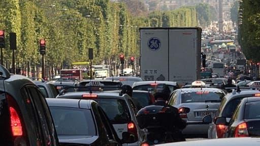 L'écotaxe poids-lourds devrait bien entrer en vigueur le 1er octobre 2013.