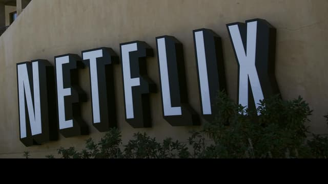 Netflix, arrivé en France en septembre, y fait l'objet d'une plainte pour clauses abusives et illicites de la part d'une association de consommateurs.
