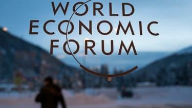 Le logo du Forum économique mondial de Davos en Suisse, le 18 janvier 2016