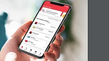 Société Générale propose une carte digitale instantanée : ainsi après la mise en opposition, celle-ci est immédiatement disponible dans leur application de paiement mobile, embarquée dans l'iPhone, prête à être utilisée.