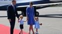 Le prince William, Kate et leurs enfants George et Charlotte lors de leur arrivée en Allemagne le 19 juillet 2017.