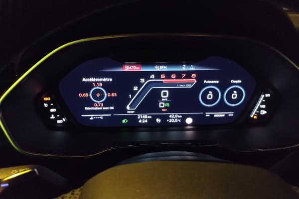 Le RS Q3 Sportback se veut avant tout un modèle sportif, avec une accélération de 0 à 100 en seulement 4,5 secondes.