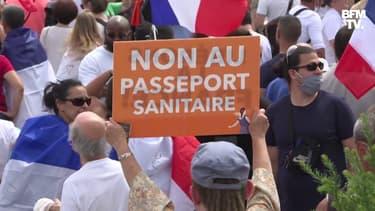 À Paris, Lyon ou Montpellier, des milliers de personnes manifestent à nouveau contre le pass sanitaire