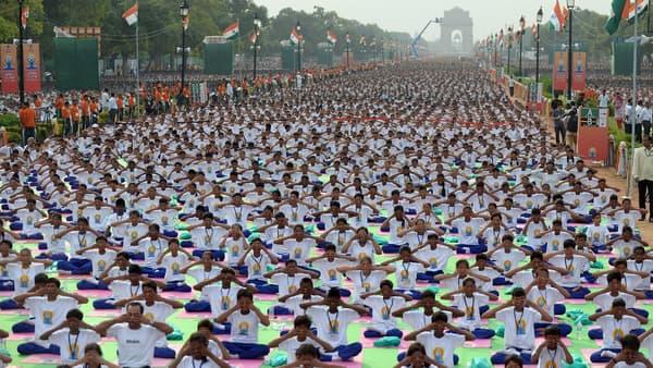 Séance de yoga géante à New Delhi, dimanche 21 juin.
