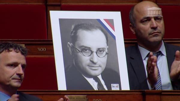 Le portrait de Jean Zay dans les rangs de l'Assemblée nationale, le 27 mai.