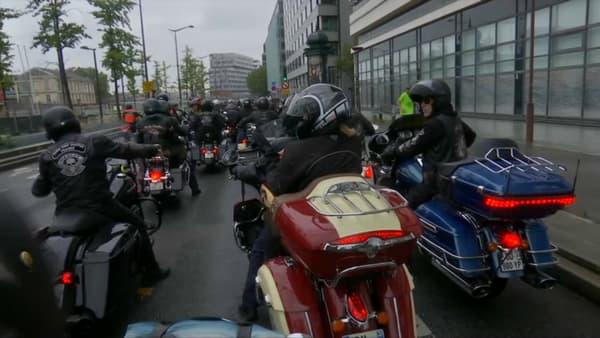 Les bikers qui participent à l'hommage à Johnny.