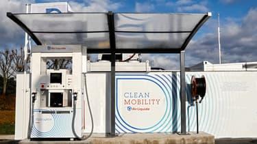 Air Liquide ouvrira en 2018 de nouvelles stations hydrogène en région parisienne, une près de Versailles et une à l'aéroport Paris-Charles de Gaulle.
