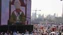 Le pape Benoît XVI a invité dimanche les dirigeants arabes à oeuvrer pour la paix et la réconciliation, lors d'une messe en plein air à laquelle participaient 350.000 fidèles à Beyrouth, la capitale libanaise, située à une cinquantaine de kilomètres de la