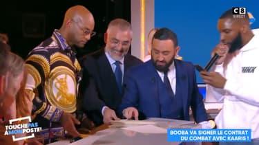 Booba signe son contrat