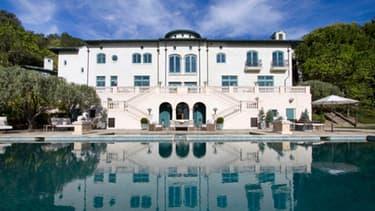 Initialement proposée à 35 millions de dollars, la maison où a vécu l'acteur Robin Williams, disparu tragiquement en 2014, a été cédée à moitié prix à un couple de viticulteurs français.