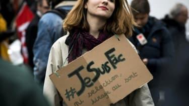 Une étudiante manifeste contre la réforme le 6 février 2018 à Lyon