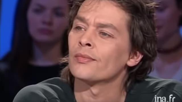 Ari Boulogne sur le plateau de Thierry Ardisson en 2001