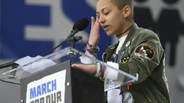 """La lycéenne de Marjory Stoneman Douglas Emma Gonzalez, le 24 mars 2018 lors de la """"March for our lives"""" à Washington DC."""
