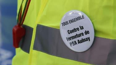 """Plusieurs dizaines d'employés de l'usine PSA d'Aulnay-sous-Bois (Seine-Saint-Denis) ont interrompu brièvement le Conseil national du PS, qui se tient samedi à Paris, pour protester contre la fermeture du site et dénoncer la """"trahison"""" du gouvernement dans"""