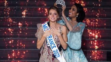 Amandine Petit, Miss France 2021, aux côtés de Clémence Botino