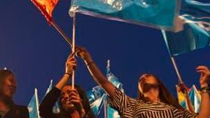 Des partisans du Parti populaire, principale force de l'opposition de droite, célèbrent à Madrid leur succès aux élections municipales et régionales de dimanche. Les socialistes au pouvoir étaient en passe dimanche soir de perdre leurs bastions au profit