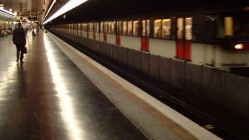 Le trafic du RER B suspendu en raison d'un homme armé retranché chez lui à Antony (illustration)