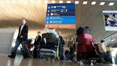 Passagers à l'aéroport Roissy Charles-de-Gaulle. Les professionnels du tourisme et l'association de défense des consommateurs UFC-Que Choisir ont trouvé un accord pour indemniser les voyageurs victimes de la paralysie des transports aériens le mois dernie