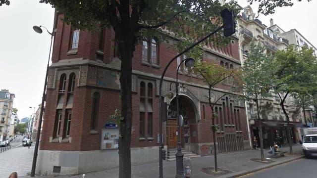 L'église Saint-Christophe de Javel, rue de la Convention à Paris.