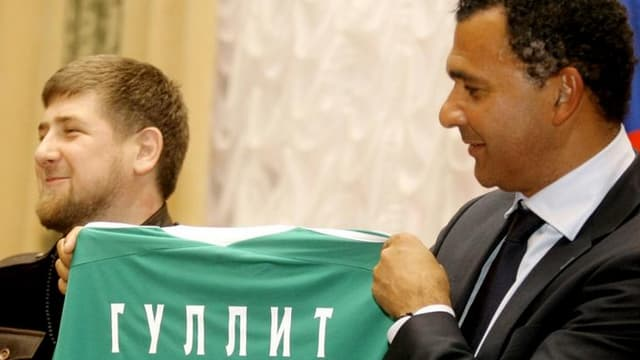 Ruud Gullit présenté par le président Kadyrov