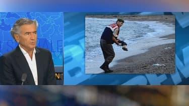 """""""Cette photo bouleverse la planète"""", commente Bernard-Henry Levy devant le cliché d'un garçon syrien de trois ans mort sur une plage en Turquie."""