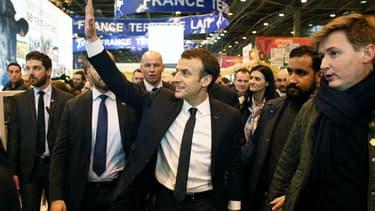 Emmanuel Macron dans les allées du Salon de l'agriculture, samedi 24 février 2018
