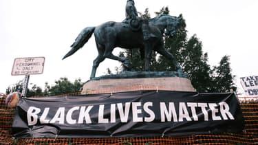 La statue du général confédéré, Robert E Lee, à Charlottesville le 12 août 2020.