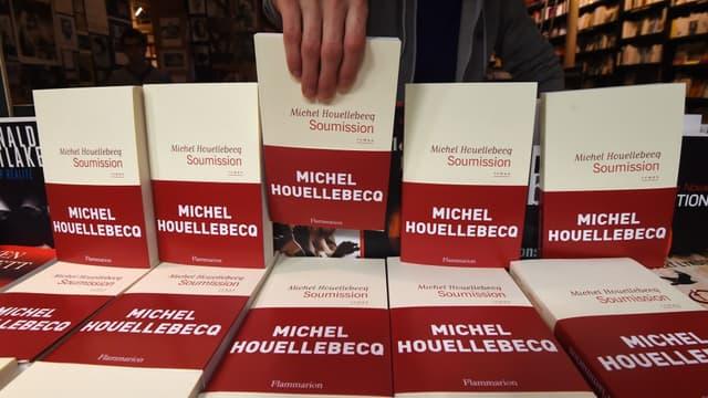 """En France, """"Soumission"""" est numéro 1 des ventes depuis la première semaine."""