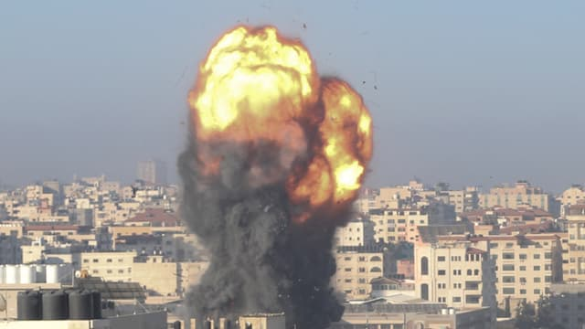 Image d'illustration - Fumée après une frappe israélienne sur Gaza, le 15 mai 2021