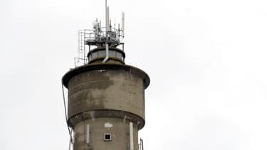 Le très haut débit par onde radio fournit du très haut débit fixe dans les zones blanches en mal de réseaux filaires terrestres performants.