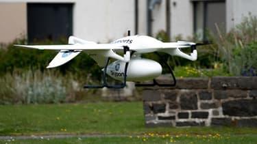 La livraison par drone permet de raccourcir le temps de transport de matériels médicaux pouvant atteindre 6 heures, à seulement 15 mn environ, entre la côte et l'île écossaise de Mull.