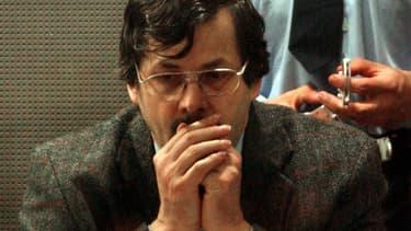 Le pédophile belge Marc Dutroux lors de son procès, le 21 juin 2004 à Arlon, en Belgique.