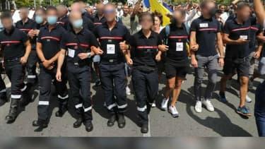 Des pompiers ont défilé à Nice samedi lors de la manifestation contre le pass sanitaire.