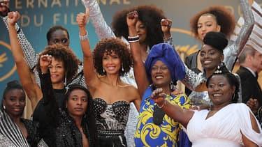 Seize actrices noires ou métisses sur le tapis rouge à Cannes, le 16 mais 2018, pour dénoncer leur sous-représentation dans le cinéma.