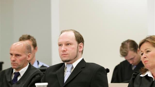 Le procureur norvégien au procès d'Anders Behring Breivik a demandé que le jeune militant d'extrême droite accusé d'avoir tué 77 personnes l'été dernier soit déclaré pénalement irresponsable et interné dans un hôpital psychiatrique. Les juges doivent rend