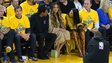 Jay-Z and Beyonce lors d'un match à Oakland