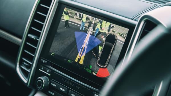 Le système de remorquage spécialement conçu pour l'occasion et vu depuis la caméra de recul