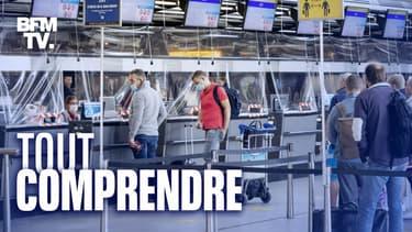 Des passagers à l'aéroport de Schiphol aux Pays-Bas.