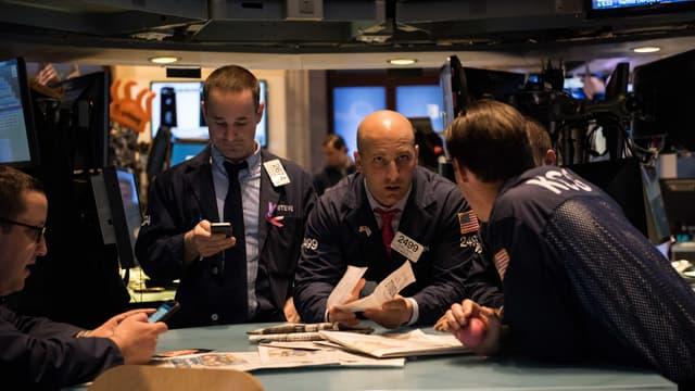 Après le plus mauvais trimestre depuis 2011, les investisseurs boursiers reprennent l'initiative, avec comme objectif de corriger les excès de baisse dans un premier temps.