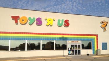 Mise sous le régime des faillites, l'enseigne Toys'R'Us pâtit des nouveaux modes de consommation dans le marché du jouet.
