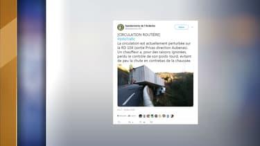 Le camion a effectué une sortie de route ce mardi 18 octobre 2018 en Ardèche.