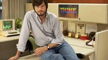 Ashton Kutcher joue le role de Steve Jobs