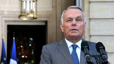 Jean-Marc Ayrault sur le parvis de l'hôtel de Matignon le 2 septembre.