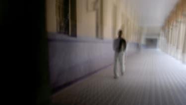 Un homme dans un hôpital psychiatrique de Lyon, en 2006.
