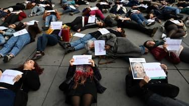 Manifestantes allongées place de la République à Paris, le 19 octobre 2019