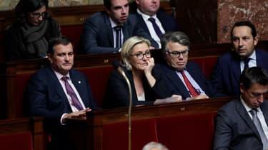 Louis Aliot à la droite de Marine Le Pen à l'Assemblée nationale le 25 octobre 2017.