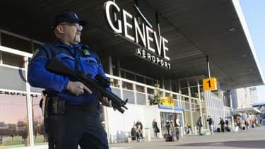 Deux Syriens soupçonnés d'être en lien avec un groupe jihadiste ont été arrêtés vendredi en Suisse.
