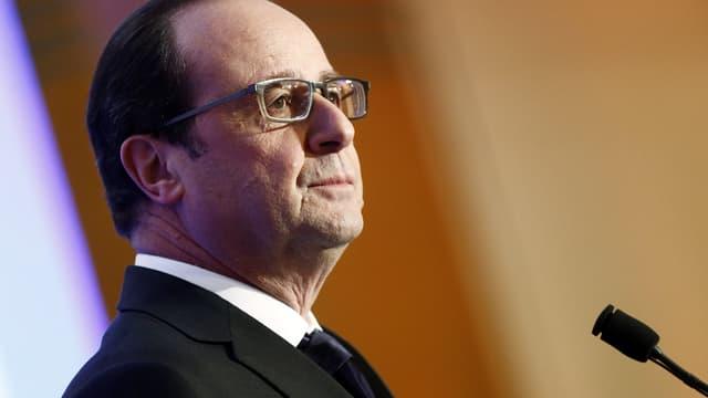Depuis les Philippines, François Hollande a condamné le déplacement de quatre parlementaires français en Syrie, pour rencontrer Bachar al-Assad.