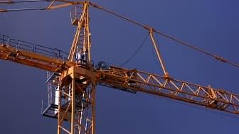 Une grue sur un chantier de construction